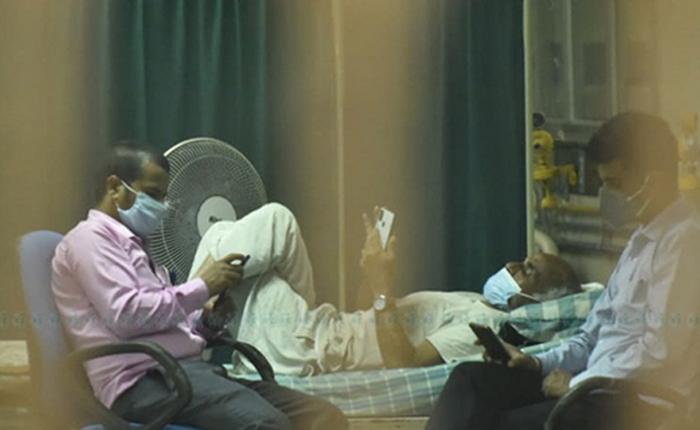 अनसनरत डा. केसीयात  ट्रमा सेन्टरं शिक्षण अस्पताल महाराजगन्ज यंकल